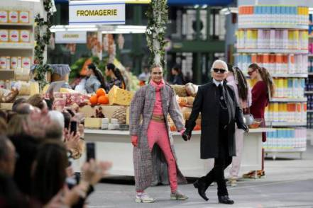 """German designer Karl Lagerfeld (R) and model Cara Delevingne appear at the end of his Fall/Winter 2014-2015 women's ready-to-wear collection show for French fashion house Chanel at the Grand Palais transformed into a """"Chanel Shopping Center"""" during Paris Fashion Week March 4, 2014. REUTERS/Stephane Mahe (FRANCE - Tags: FASHION)"""